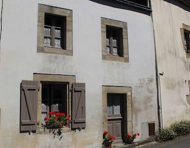 Number 26 - Rochefort-en-Terre