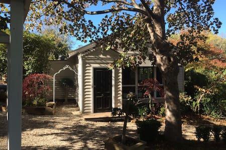 Charming, renovated country cottage - Mt Macedon