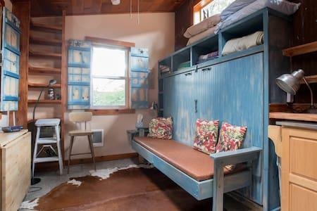 Starlight Cabin, Rustic  in City - Portland
