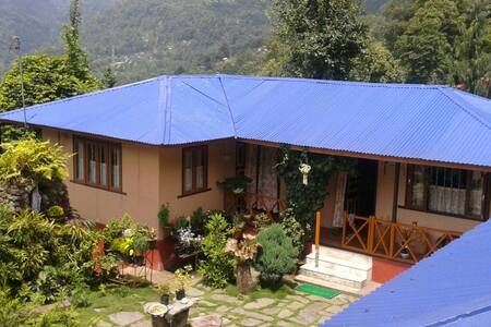 Malinggo Homestay- Private room in Cottage - House