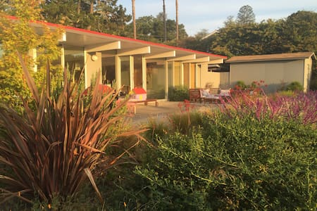 Modern Eichler With Hills Views - Dom