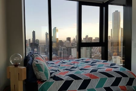Master Bedroom & en-suite - Stunning City Views! - Apartment