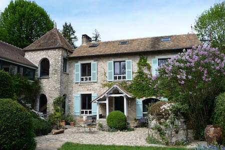 Charming country house 1 hour from Paris center - Huis