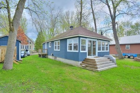 Waterfront Cottage 30 min to Ottawa - Luskville - Kabin