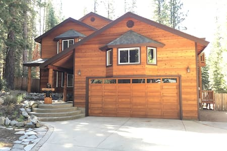 5BR/3BA Beautiful Mountain Home w/Hot Tub - House