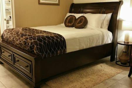 Luxury Studio @ Half the Price !!! - Fountain Valley - Huis
