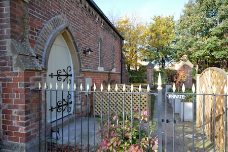 Amazing detached Chapel conversion - Pocklington