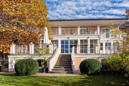 Villa mit Traumausblick in der Stadt Salzburg - Villa