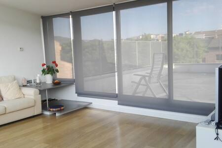 Rooms in a nice house in St. Celoni (50 kms Bcn) - Hus