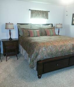 Upstairs Master Bedroom Ste Bryan College Station - Szoba reggelivel
