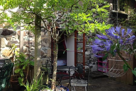 Cosy garden room in converted barn - Penzance - House