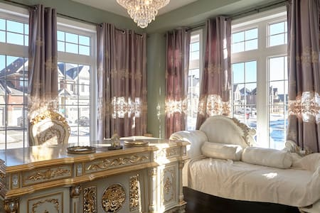 Large Gorgeous Rococo room - Casa