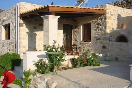 Steinhaus im 'wilden' Süden Kretas - Koutsouras - Rumah