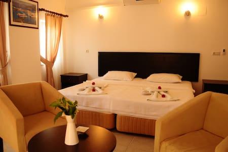 Double room,B&B,Pool,Free WIFI - Bed & Breakfast