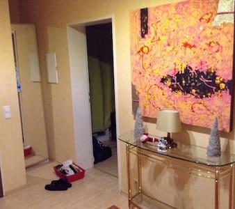 Zentrales Zimmer in Erding - Daire