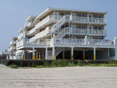 Family friendly Wildwood Crest beachfront condo! - 公寓