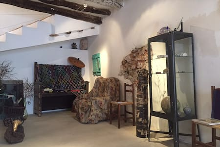 Casa de 3 hab. con taller creativo - Embid de la Ribera