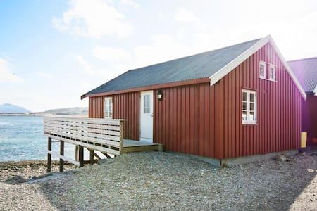 Rorbu med nydelig utsikt midt i Lofoten - Casa de campo