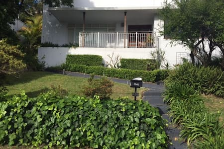 Large 3 bedroom family home - Rumah