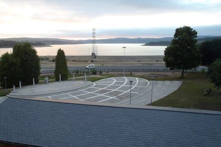 Ático con vistas al lago de As Pontes - Lejlighed