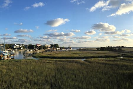 Walk to Shem Creek! & Bike To Beach