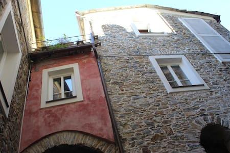 Belle maison de village proche mer. - Montalto Ligure - Rumah