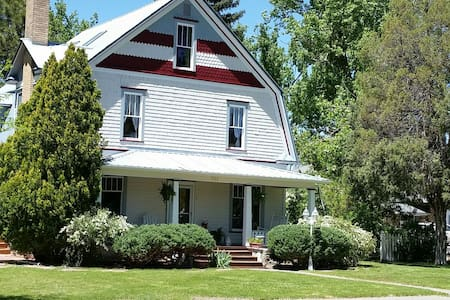 Lilac Gardens - Bed & Breakfast