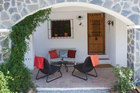 Beautifully located cozy Finca 2-4p - Casa