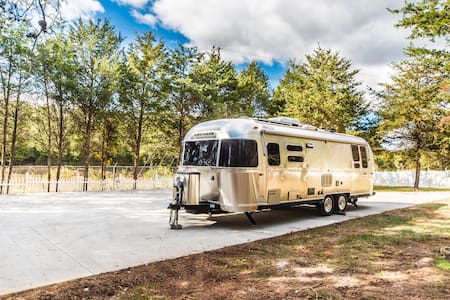 2017 Airstream in Lake View on Private property - Asuntoauto