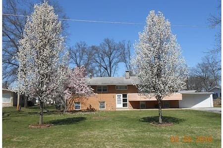 Home In The Heartland - Hillsboro - Bed & Breakfast