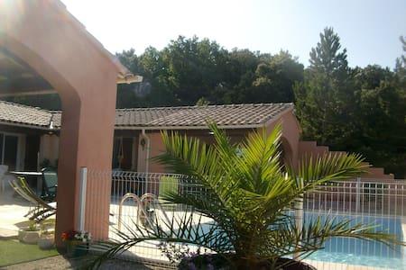 Villa 3 chambres avec piscine - Réauville