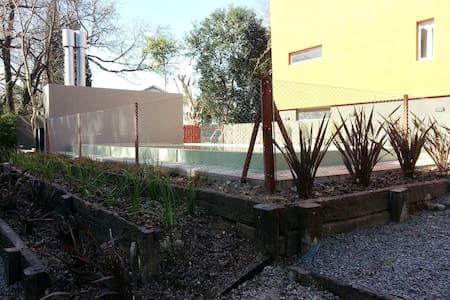 Triplex con piscina sobre el río en Tigre - Casa