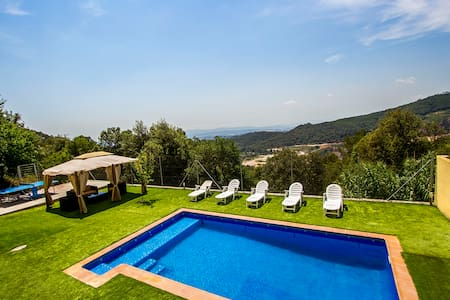 Charming and cozy Villa Sole surrounded by nature with spectacular mountain views - Barcelona Region