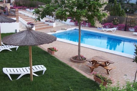 Casa con chimenea,piscina,jardín... - Priego de Córdoba - Chalet