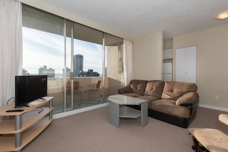 Spacious, Ocean View, Free Parking! - Vancouver - Appartamento