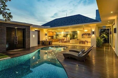 Luxury deluxe  private villas - umalas - House