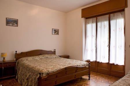 """Appartamento grande  """"Cignas"""" - Donnas - Leilighet"""