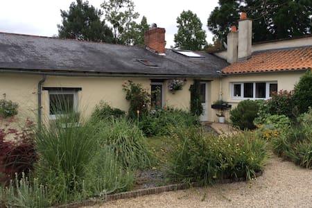 The Cottage at La Boissotiere - Rumah