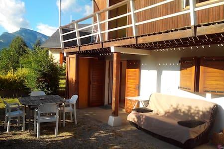 CHALLES - T2 45m² en RDC de maison - Casa