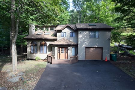 Lovely Spacious and Cozy Home - East Stroudsburg - House