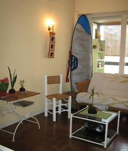 Hermoso,cálido y cómodo departamento con balcón - Apartamento