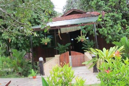 Dayung Lodge (AKA Laman Dayung) - Srub