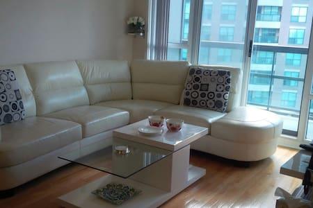 One  bedroom + den near subway stn. - Toronto - Apartment