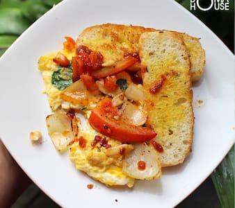 Boma House AC+Breakfast Close to City Center - Yogyakarta - Bed & Breakfast