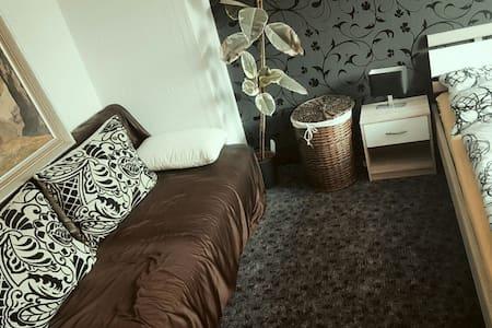 Schönes Zimmer in Bad Liebenwerda - Apartment