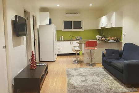 Brand New garden 3 bedroom home - Westmead - Villa