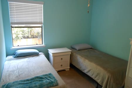 Room in quiet home, close to beaches and dining - 华尔顿堡滩(Fort Walton Beach)