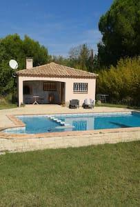 Studio-maisonnette avec piscine - Beauvoisin