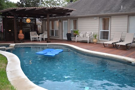 Weekly rental with Pool and Hot Tub