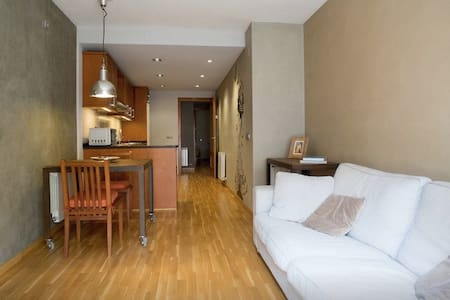 ONLY 20' FROM BARCELONA! WIFI, PARKING & TERRACE - Molins de Rei - Flat